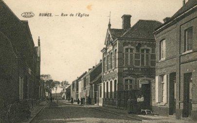 La rue de l`église à Rumes