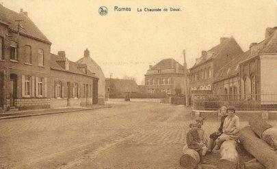 Vue de la chaussée de douai à Rumes vers 1900